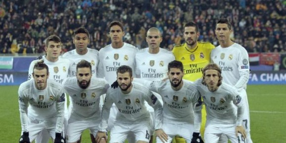 Real Madrid's team players pose before a Champions League Group A soccer match between FC Shakhtar and Real Madrid at Arena Lviv stadium in Lviv, Western Ukraine, Wedn